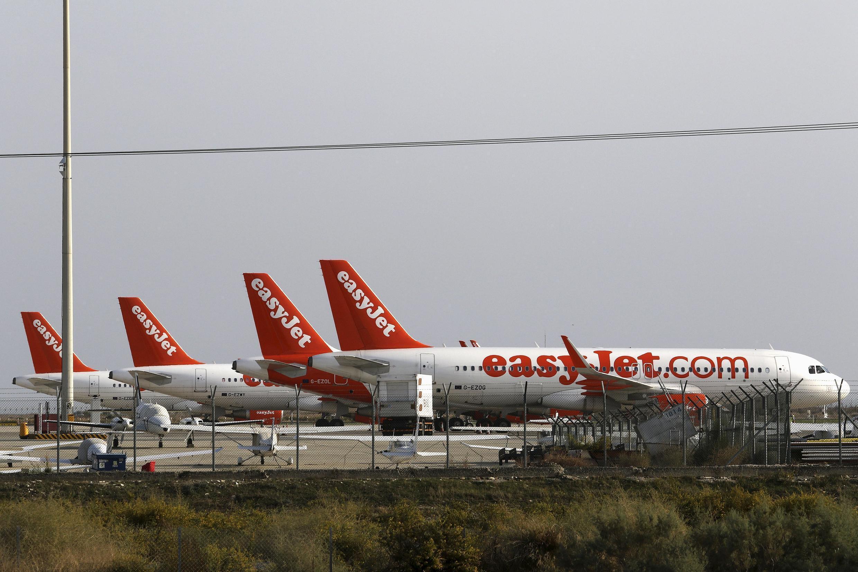 Anh Quốc đều động  máy bay đến Chypre để hồi hương du khách Anh từ Ai Cập. Đội máy bay EasyJet  tại sân bay Larnaca, Chypre, ngày 07/11/2015.