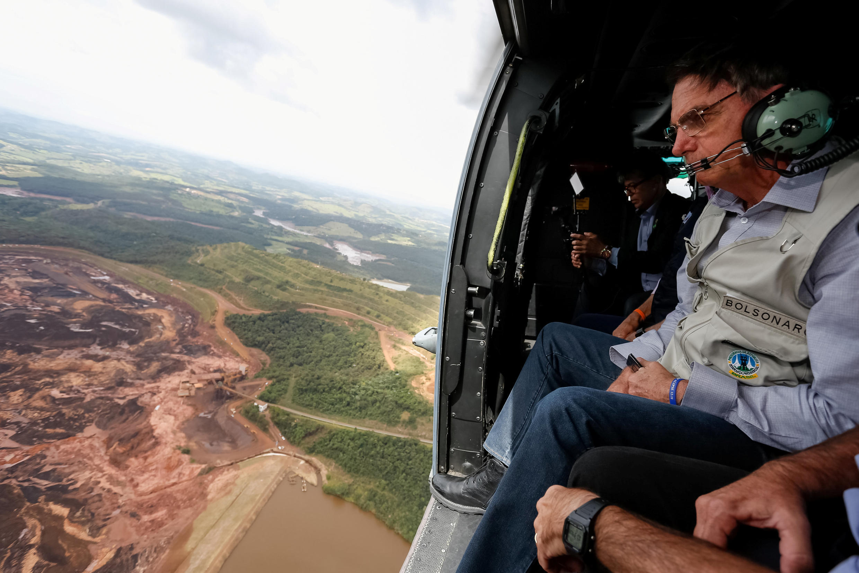 Presidente Jair Bolsonaro sobrevoou área de Brumadinho, mas ainda não se pronunciou sobre o futuro da legislação ambiental no país.