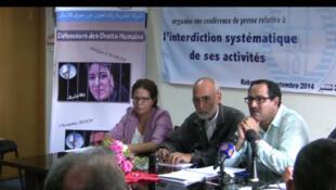 Des défenseurs des droits humains, des syndicalistes, des étudiants et des militants de différentes organisations de la société civile dénoncent les entraves aux activités des droits humains au Maroc.  Marrakech, le 27 novembre 2014...