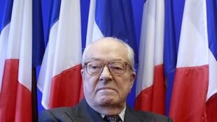 Jean-Maire Le Pen to step down as head of FN this weekend