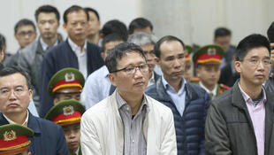 Trinh Xuan Thanh, ex-cadre dirigeant du parti communiste qui a par ailleurs dirigé PetroVietnam Construction, ce lundi 22 janvier 2018 lors de la lecture de son verdict, dans un tribunal de Hanoï.