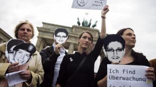 Le 4 juillet, des Allemands manifestent en marge de la visite de Barack Obama pour dénoncer les scandales révélés par Edward Snowden.