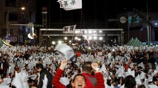 Supporters of Taiwan's Democratic Progressive Party (DPP) Chairperson and presidential candidate Tsai Ing-wen celebrate her victory in Taipei, Taiwan, January 16, 2016.