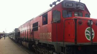 En gare de Treichville à Abidjan, une rame du  train qui relie la Côte d'Ivoire au Burkina depuis 1994