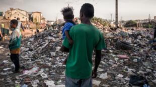 Les ordures qui s'amoncelllent, un problème résiduel comme ici à Manjakaray, l'un des quartiers les plus pauvres d'Antananarivo, la capitale de Madagascar, le 17 octobre 2018.