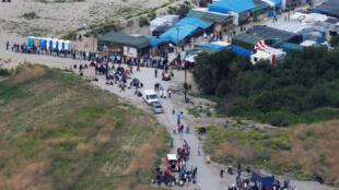 O campo de migrantes de Calais, que recebeu um recorde de entradas durante o verão francês de 2016.