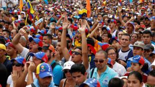 Manifestantes em Caracas protestam contra o presidente Nicolás Maduro