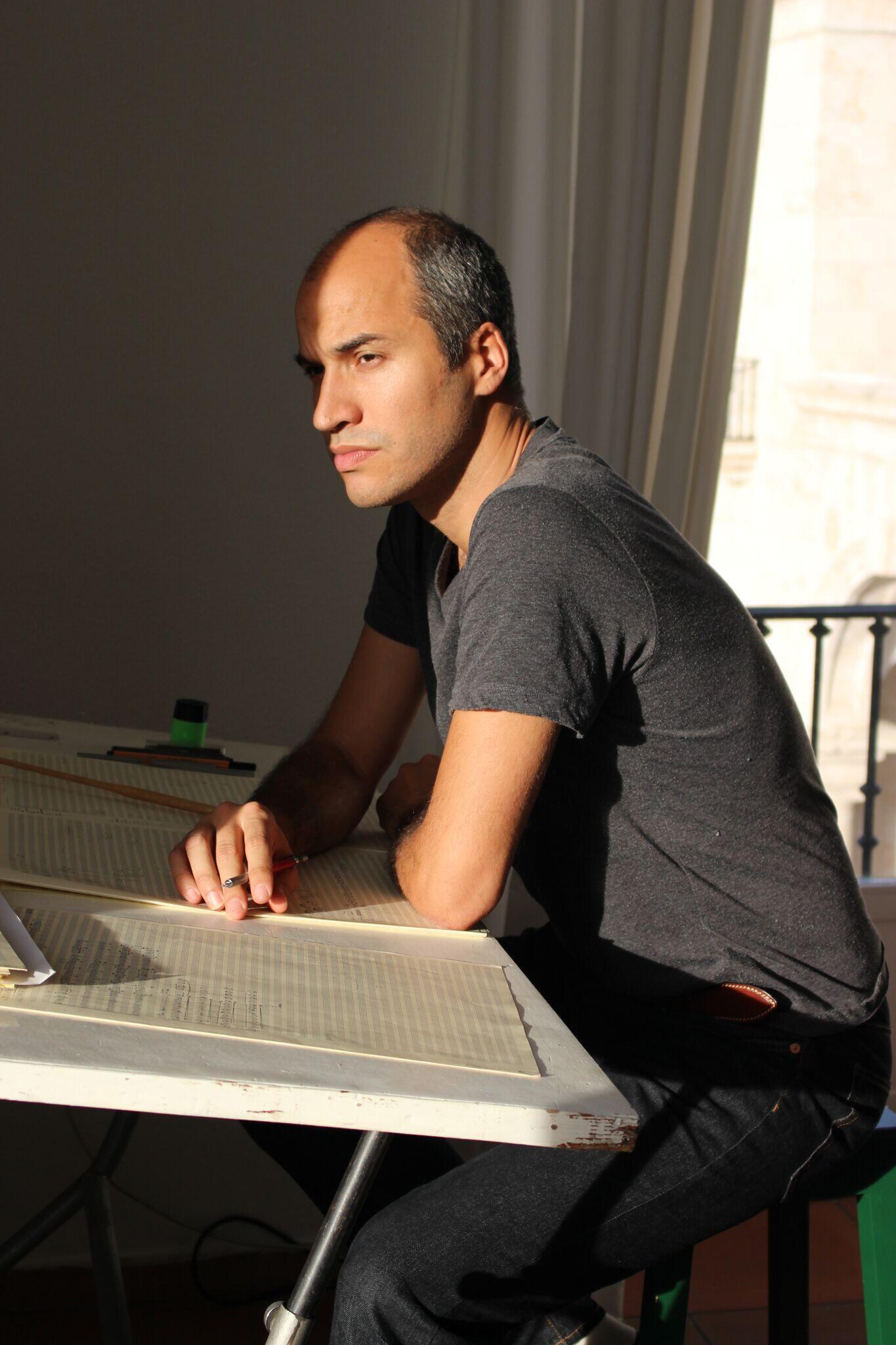 Januíbe Tejera é bacharel em composição pela UFRGS e cursou composição no Conservatório Superior Nacional de Música de Paris.