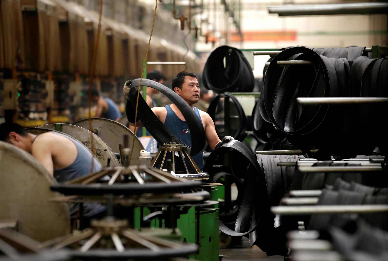 تراز مثبت تجاری چین در تعامل با آمریکا طی یک ماه گذشته بیش از یک میلیارد دلار کاهش یافت و به ۲۵ میلیارد و ٨٨٠ میلیون دلار رسید.