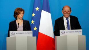 Ngoại trưởng  Jean Yves Le Drian (phải) và bộ trưởng Quốc Phòng Pháp Florence Parly, họp báo về cuộc tấn công Syria tại phủ tổng thống Elysée, Paris ngày 14/04/2018.