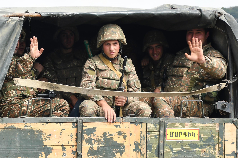 (Illustration) Des soldats de l'armée de défense du Haut-Karabakh, sous tutelle arménienne, dans un camion vers Martakert, le 29 septembre 2020.