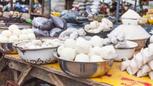 fufu-manioc-marche-ghana