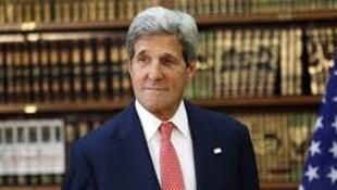 جان کری، وزیر امور خارجه آمریکا برای ادای احترام به قربانیان حوادث تروریستی وارد پاریس شد