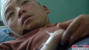 Nhà báo Tôn Hồng Kiệt lúc được đưa vào bệnh viện (DR)