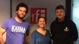 De gauche à droite: Maxime de Rostolan, Anne-Cécile Bras, Julien Wosnitza dans les locaux de RFI.