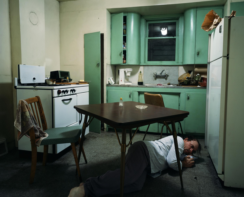 """A fotografia """"Insomnia"""" de Jeff Wall, de 1994,  é uma das obras expostas em Bruxelas"""