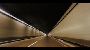 Самый длинный в мире железнодорожный тоннель открылся в Швейцарии.