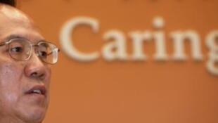 香港特首曾蔭權10月13日發表施政報告後出席新聞發布會