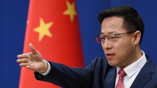 El portavoz del Ministerio de Relaciones Exteriores chino, Zhao Lijian, durante una rueda de prensa el 8 de abril de 2020 en Pekín