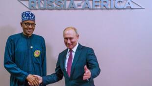 Shugaban Najeriya Muhammadu Buhari tare da takwarinsa na Rasha Vladimir Putin.