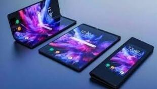圖為疑似華為5G屏幕摺疊手機Mate X展示圖