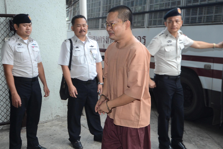 Wirapol Sukphol, nhà sư Thái Lan hoàn tục tới Tòa hình sự, ở Bangkok, Thái Lan, ngày 09/08/2018