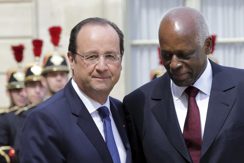 O presidente francês François Hollande e o seu homólogo angolano José Eduardo dos Santos em Paris dia 29 de Abril 2014.