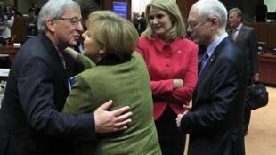 Herman Van Rompuy propôs nesta sexta-feira de manhã uma proposta de orçamento que está sendo discutida pelos chefes de estado e de governo.
