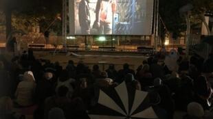 У здания посольства России показали фильм «Гамер» Олега Сенцова