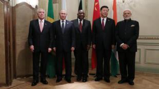 មេដឹកនាំក្រុមប្រទេស Brics ប្រធានាធិបតីប្រេស៊ីលលោក Temer សមភាគីរុស្ស៊ីលោក Putin សមភាគីអាហ្រ្វិកខាងត្បូងលោក Ramaphosa សមភាគីចិនលោក Xi និងលោកនាយករដ្ឋមន្រ្តីឥណ្ឌាលោក Modi ក្នុងឱកាសជំនួប G២០ ក្នុងប្រទេសអាហ្សង់ទីន ថ្ងៃទី៣០ វិច្ឆិកា ២០១៨
