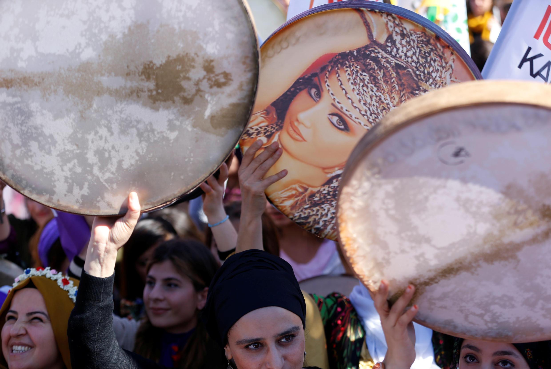 تظاهرات زنان کرد به مناسبت روز جهانی زن در ترکیه