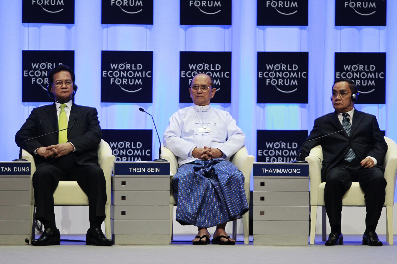 Tổng thống Thein Sein (giữa) và lãnh đạo Việt Nam, Lào tại  Naypyitaw. Tháng 6/2013.