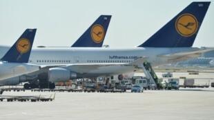 A grande maioria dos aviões da Lufthansa ficaram parados nesta segunda-feira, 22 de abril de 2013, devido a uma greve dos funcionários da companhia alemã.