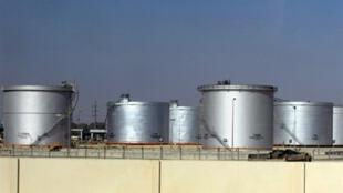 Réservoirs de stockage de fioul à Damman, à quelque 450 kilomètres à l'est de Riyad, la capitale du royaume d'Arabie Saoudite.
