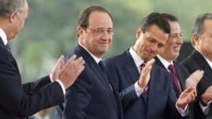 Le président François Hollande avec son homologue mexicain et hôte, Enrique Pena Nieto à Mexico, le 10 avril 2014.
