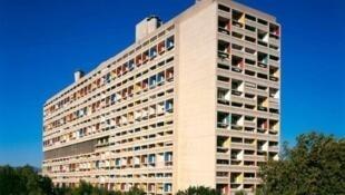 法國建築大師勒•柯布西耶1952年建成的馬賽光芒之城(la cite radieuse)。