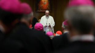 梵蒂岡教皇方濟各2018年10月3日於教廷會見世界主教大會主教