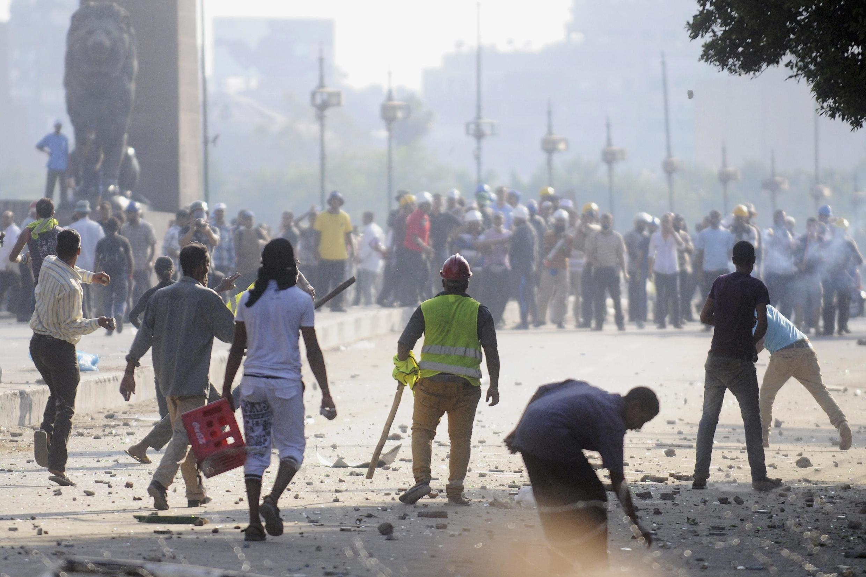 De violents affrontements ont eu lieu au Caire entre les pro et les anti-Morsi, le 22 juillet 2013.