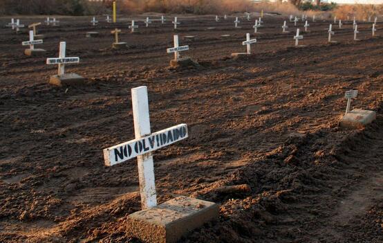 Centenas de emigrantes mexicanos y centroamericanos indocumentados yacen en el Cementerio de Holtville (California).