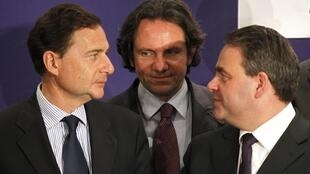 Le secrétaire général de l'UMP, Xavier Bertrand, le ministre de l'Immigration Eric Besson et le porte-parole de l'UMP Frédéric Lefebvre.