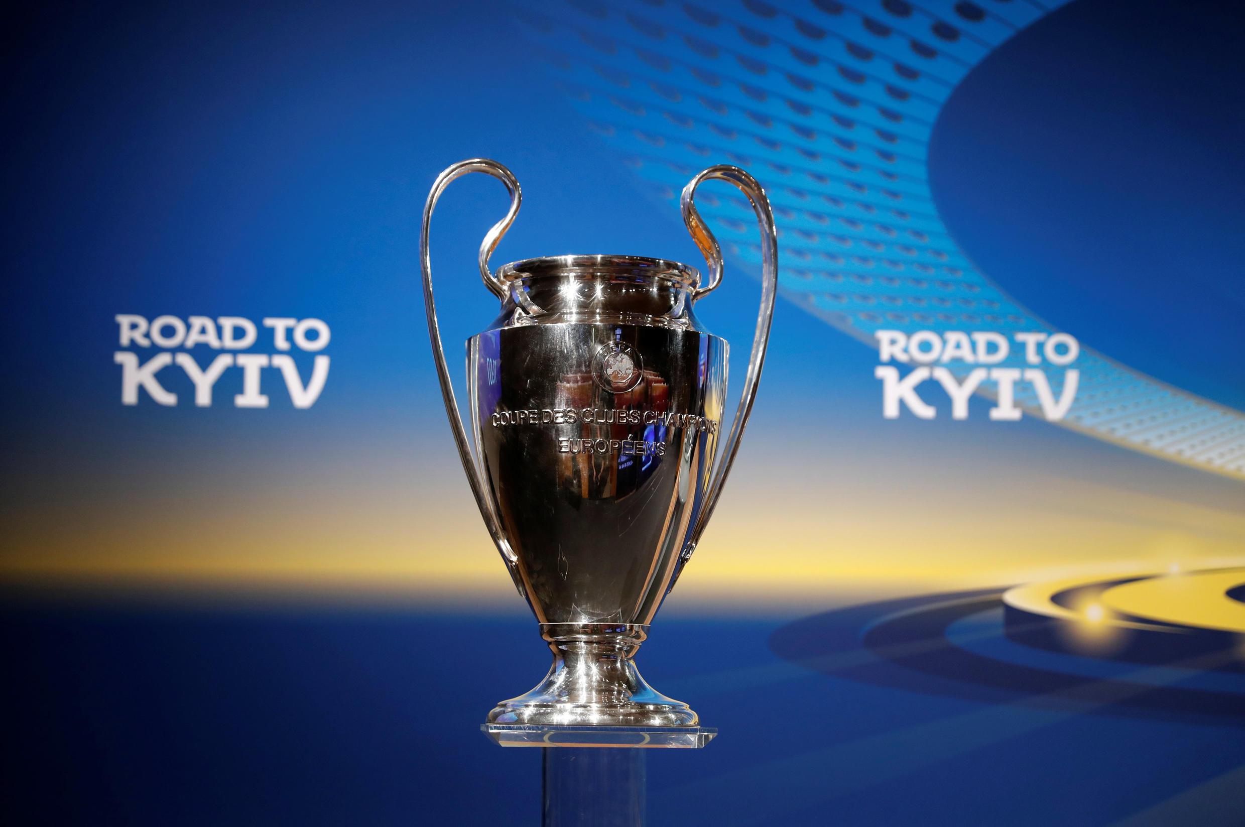 El trofeo de la liga de campeones que este año se entrega en Kiev.