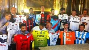 Camisas dos clubes que mostram sua solidariedade à equipe da Chapecoense