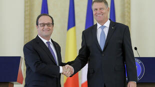 Tổng thống Rumani Klaus Iohannis (P) tiếp đồng nhiệm Pháp François Hollande, Bucarest, ngày 13/09/2016