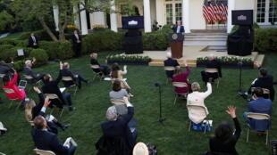 Tổng thống Donald Trump trong cuộc họp báo thường nhật tại Vườn Hồng, Nhà Trắng ngày 15/04/2020.