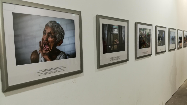 La photographe américaine Meredith Kohut a dressé -en images- la chronique d'un pays en pleine crise.