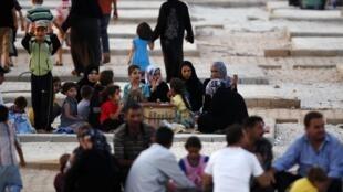 Сирийские беженцы в приграничном с Турцией лагере 09/08/2012