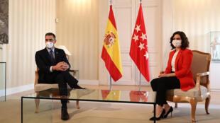 Pedro Sánchez y la presidenta regional madrileña, Isabel Díaz Ayuso, durante la reunión que mantuvieron para acordar una estrategia común de lucha contra el coronavirus, el 21 de septiembre de 2020 en Madrid