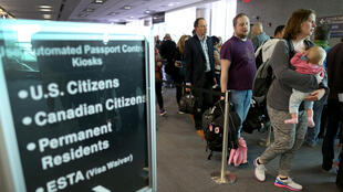 Une file de passagers à l'aéroport de Miami.