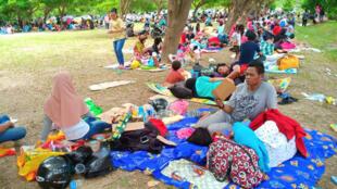 Wasu daga cikin masu neman agaji sakamakon aukuwar ibtila'in girgizar kasa a Indonesia