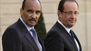 Mohamed Ould Abdel Aziz with François Hollande in Paris last November